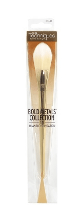 Real techniques bold metals collection triangle foundation brush