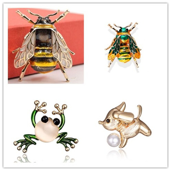 Very realistic bumble bee brooch insect black gold lapel pin