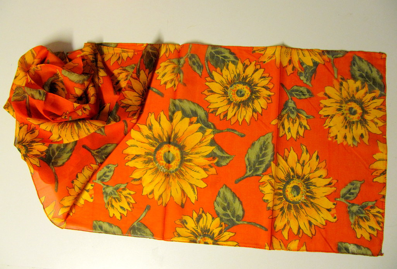 Orange scarf med solrosor